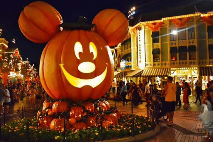 Disneyland California Decorations
