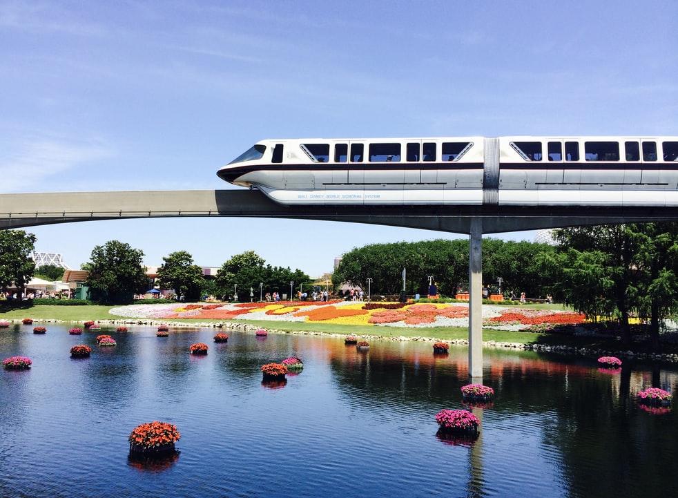 disneyland vs disneyworld monorail